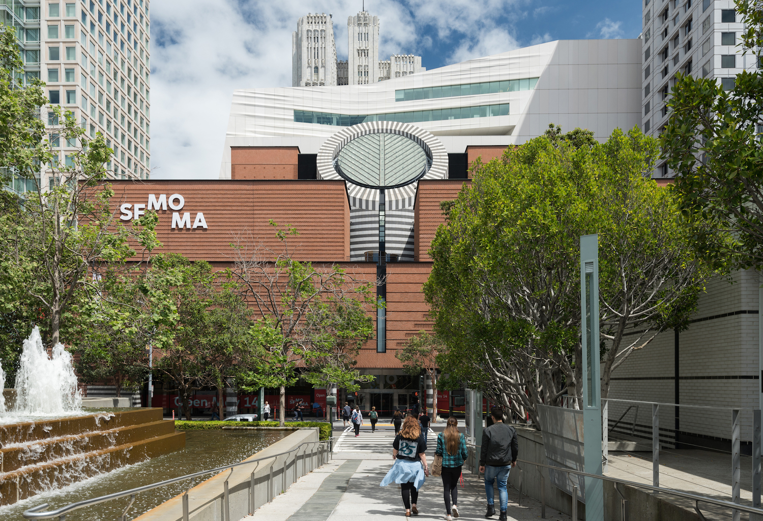 photo SFMOMA showing 1995 building and additon