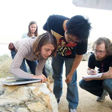 A geology class takes on rock identification in the UC Davis Gateway Garden. At UC Davis, students explore their career options with field trips and hands-on projects. (Karin Higgins/UC Davis)
