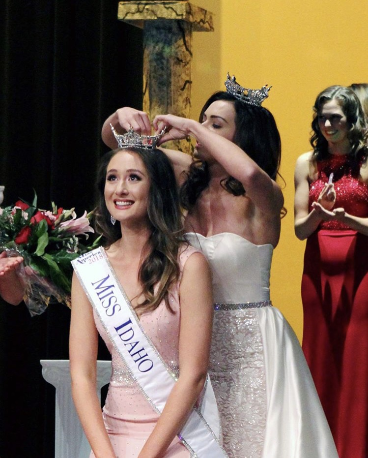 Photo of UC Davis student being crowed as Miss Idaho